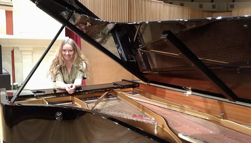 """Al via i """"Concerti in Luci d'Artista"""" di Salerno: otto appuntamenti fino a gennaio, apre la giovane Tetiana Shafran"""