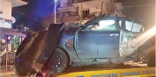 Auto contro palo, 15enne grave a Policastro Bussentino