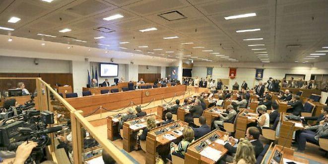 Regione Campania, la Corte dei conti: «Stop agli staffisti»