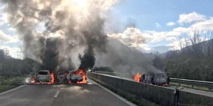 Assalto ai furgoni blindati sul raccordo Salerno-Avellino: si rafforza la pista pugliese