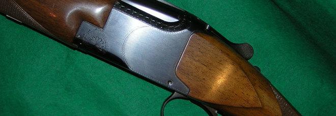 Anziana trovata in casa con sette armi da fuoco e munizioni