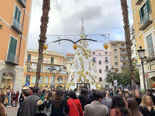 A Salerno vince la sobrietà: vigilia di Natale da incorniciare