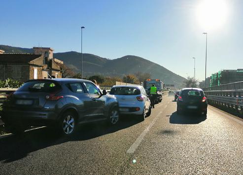 Salerno: doppio tamponamento in tangenziale, traffico in tilt