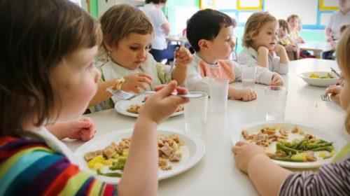 """Alimentazione: i medici danesi avvisano sulla dieta vegana ai bambini: """"Può causare epilessia e ritardi mentali"""""""