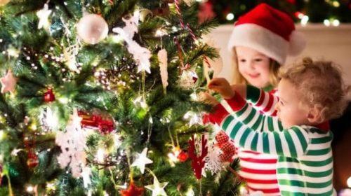 Natale, il decalogo dei pediatri per mamme e papà: consigli utili su alimentazione, tempo libero e sicurezza