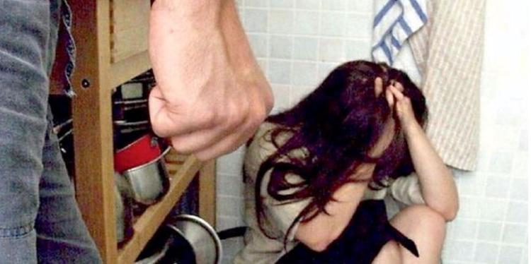Pagani, pestò la moglie incinta: rischia il processo
