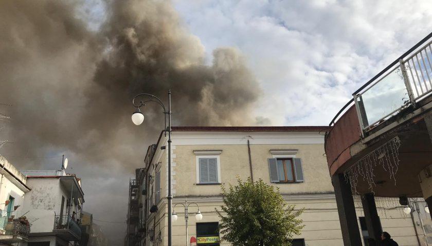 Pagani, appartamento in fiamme in via Piave – VIDEO