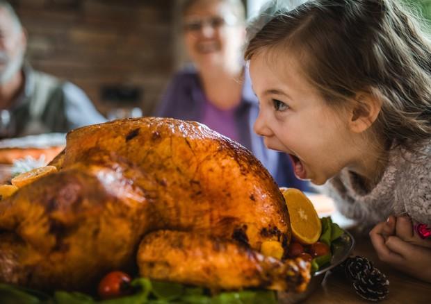Pediatri: per le feste nessun divieto sul cibo ai bambini