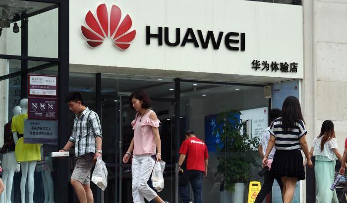 Usa accusa Huawei di furti di tecnologia. Il colosso cinese nega