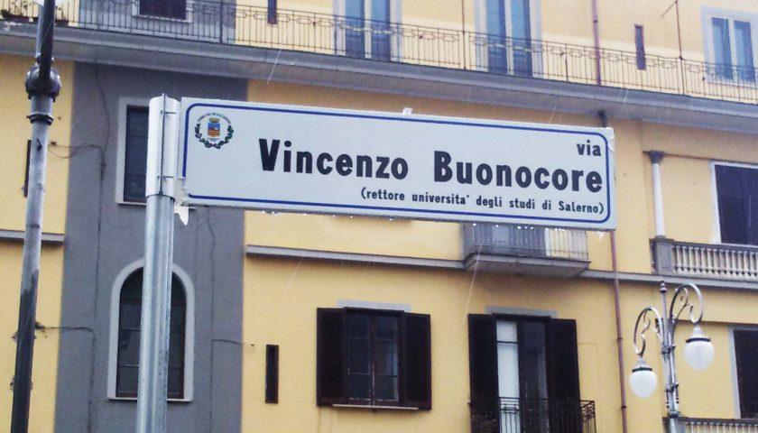 Salerno, una strada in pieno centro per il prof. Vincenzo Buonocore – VIDEO