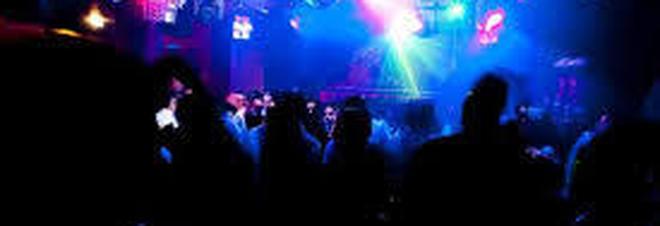 Lite in discoteca, poi l'aggressione: 36enne ferito con un bicchiere