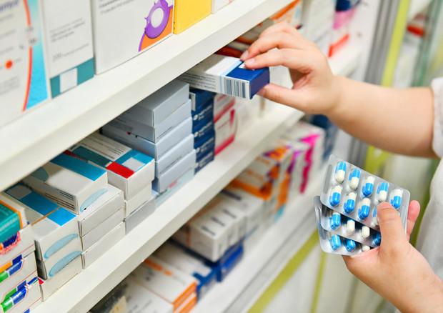 Da ansia a dolori muscolari, sale il prezzo di 800 farmaci da banco