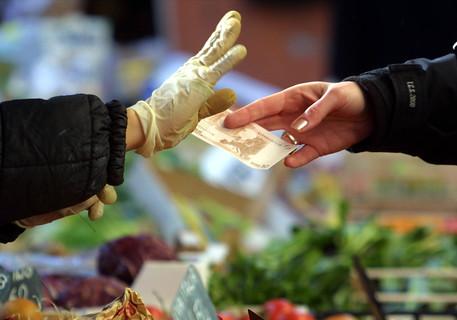 Prezzi: sale l'inflazione per famiglie meno abbienti nel 2018