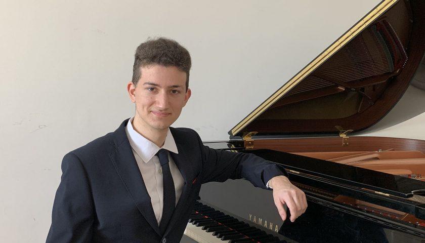 Concerti in Luci d'Artista: domani l'omaggio a Rachmaninov del pianista Alessandro Amendola