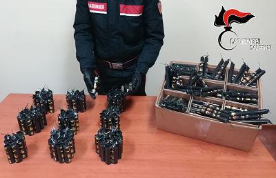Vallo di Diano, sorpresi da Carabinieri con 600 candelotti nel bagagliaio: due giovani denunciati