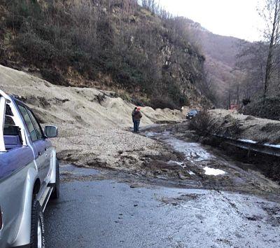 Colata di fango sulla Ravello-Tramonti: strada impraticabile