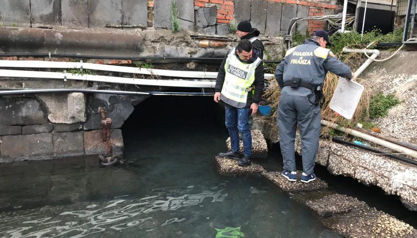 La Finanza e le telecamere inchiodano chi ieri ha inquinato le acque di Mergellina