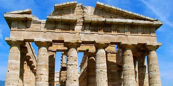 Tombarolo si pente e spedisce a Paestum antichi reperti