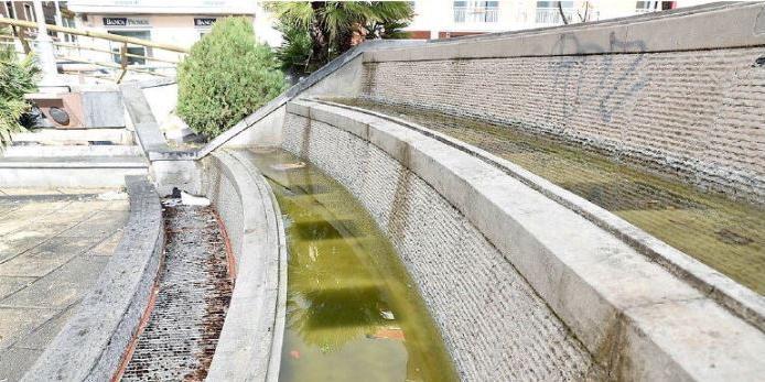 Salerno, l'acqua non sgorga più: le fontane simbolo del degrado che avanza