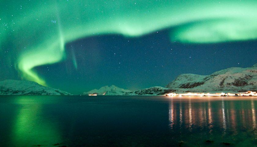 Dodici viaggi imperdibili, uno per ogni mese, a caccia dei fenomeni naturali