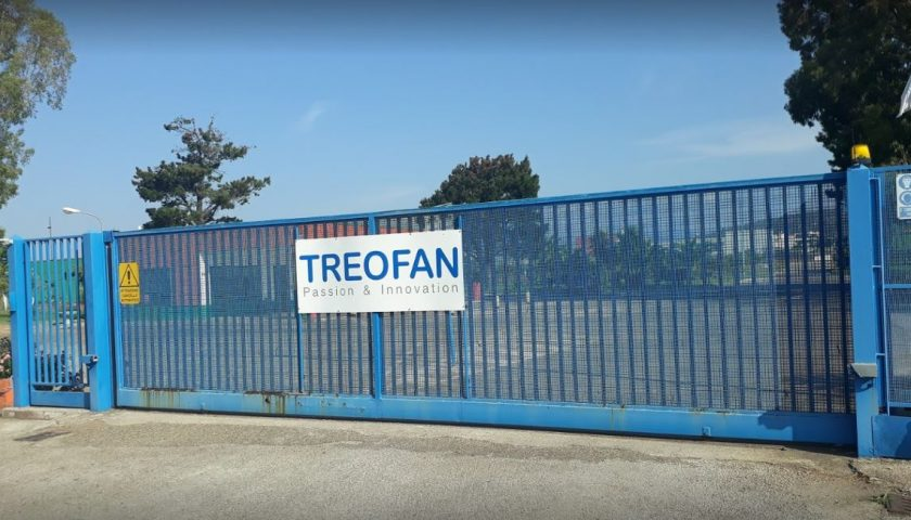 Treofan, macchinari verso l'estero: operai umbri davanti ai cancelli a Battipaglia