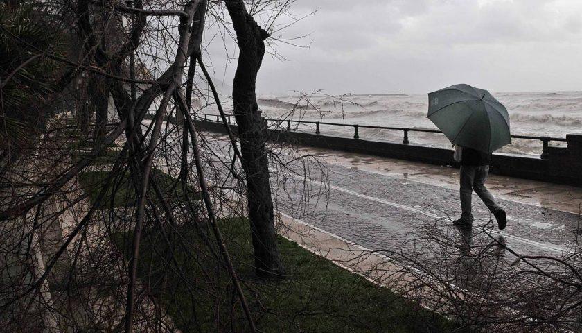 Meteo: domani alto rischio di piogge e temporali, la Protezione Civile avverte i comuni per le azioni di prevenzione e contrasto