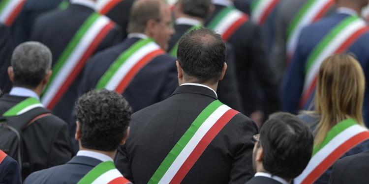 Manca il resoconto, a sindaci e funzionari stipendio dimezzato nel Salernitano