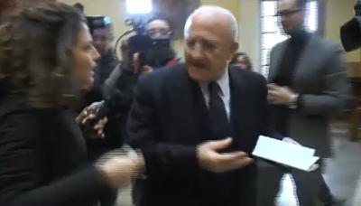 Fonderie Pisano: blitz delle Iene a Salerno, il governatore De Luca ribatte stizzito – VIDEO