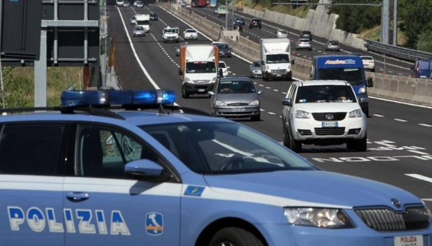 Blitz in autostrada: donna 43enne di Salerno con il figlio minorenne trovata con 6 chili di droga