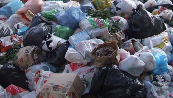 """Sarno: rifiuti abbandonati lungo il sentiero che conduce al monte Saretto. Rega (Sarno Civica): """"rispettare l'ambiente ed essere sentinelle del nostro territorio"""""""