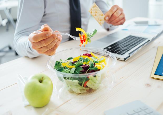 Pausa pranzo in ufficio sempre più salutista