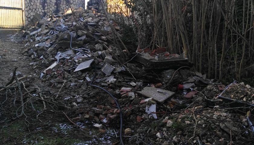 Buccino: scoperta dai Carabinieri una discarica abusiva di rifiuti cimiteriali