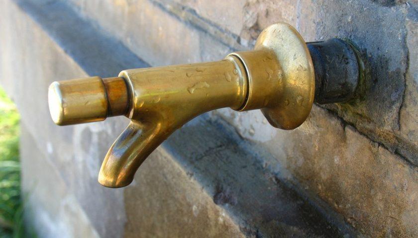 Riparazione urgente in salita San Giovanni, Cappelle e via Calenda senz'acqua