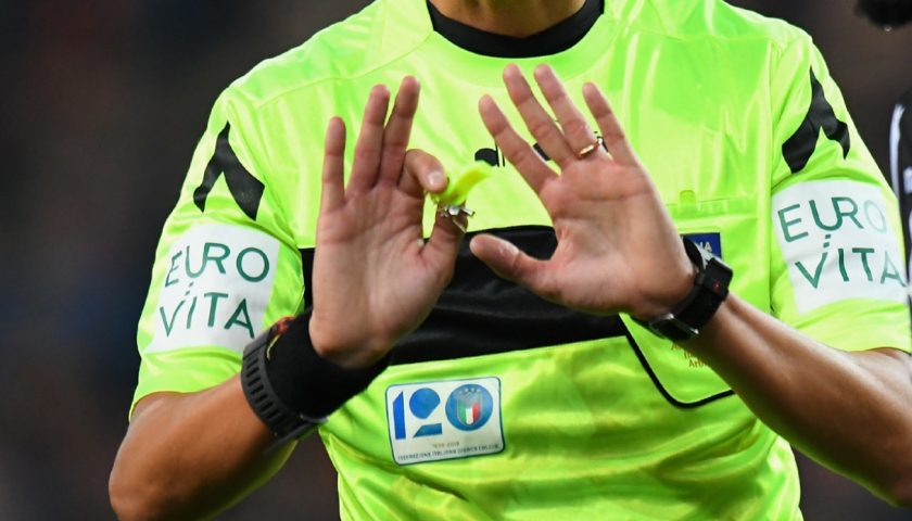 Ancora violenza sugli arbitri: a squadra di Cava de' Tirreni inflitto il 3-0, squalifica di 3 anni al giocatore aggressore
