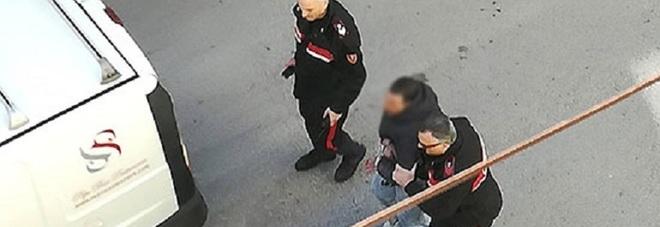 Pagani, pusher getta la cocaina dalla finestra per evitare di essere scoperto: arrestato spacciatore
