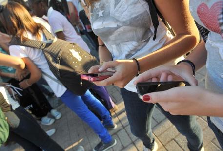Ogni minuto sul web 187 milioni mail e 38 milioni WhatsApp