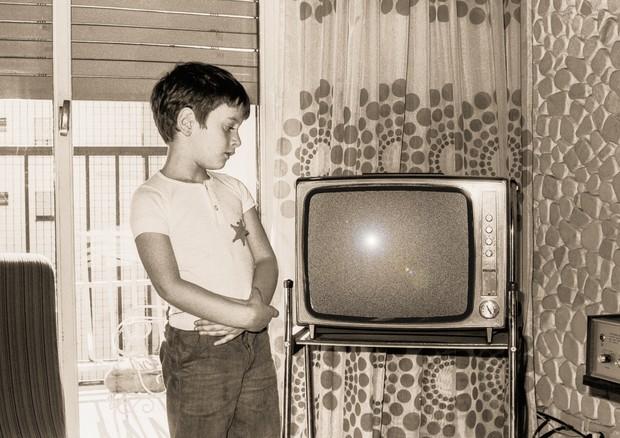 In 20 anni raddoppiato il tempo passato dai bambini davanti alla tv
