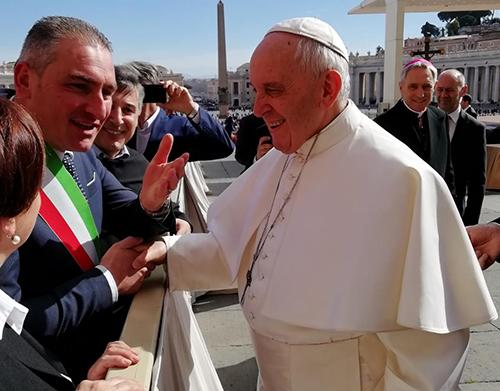 La città di Scala ricevuta da Papa Francesco in piazza San Pietro