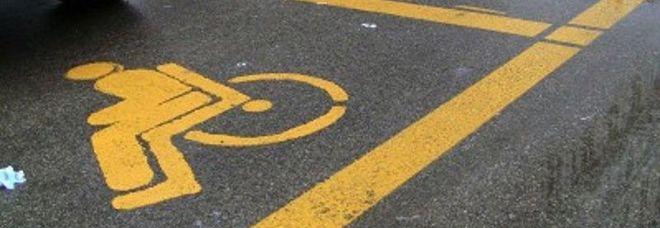 Auto in sosta col pass dei defunti, 40 nel mirino: «Riconsegnateli»