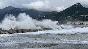 Vento forte e neve: disagi a Salerno e provincia