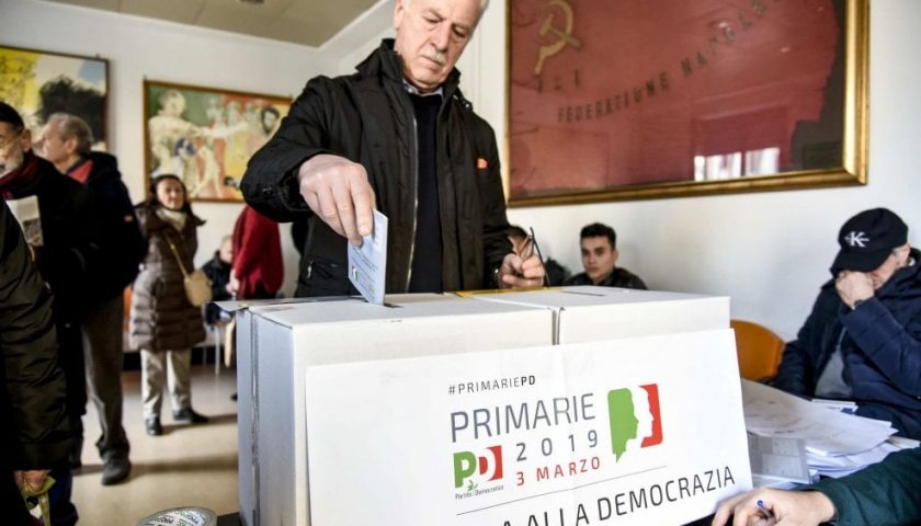 Primarie Pd, code ai seggi in centro. Lite tra dirigenti, a Salerno oscurati gli avversari di De Luca