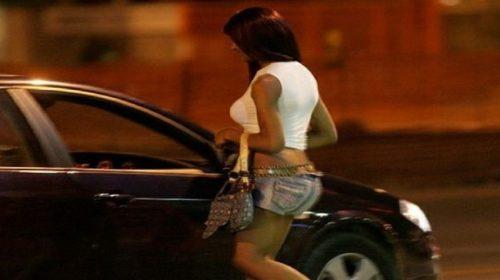 La moglie lo cerca, lui era con una prostituta: fermato dai vigili in litoranea