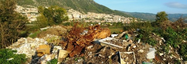 Sala Consilina, rifiuti speciali in area vincolata: scatta sequestro