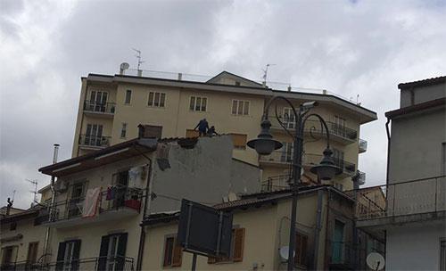 Esplode camino in appartamento, tragedia sfiorata a Giffoni Valle Piana
