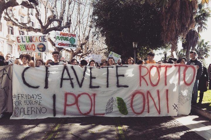 Clima, studenti in piazza in 123 paesi. Corteo anche a Salerno