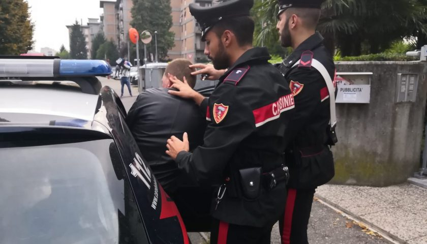 Rissa sul lungomare di Salerno: al momento dell'arresto un albanese ed un salernitano ubriachi aggrediscono pure i Carabinieri