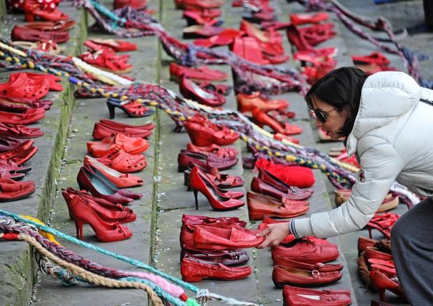 8 Marzo è la Festa della Donna, ma la strage non si ferma: da inizio anno già 10 femminicidi