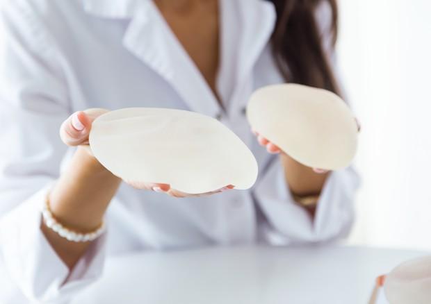 In Europa e Usa lente sulla sicurezza della protesi al seno
