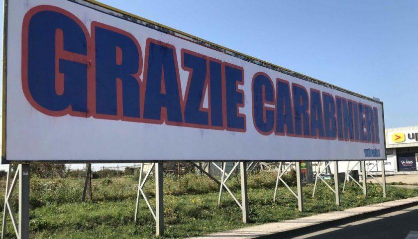 """Strage sventata a San Donato Milanese. A Carbonia compare scritta di 18 metri con scritta """"Grazie Carabinieri"""""""