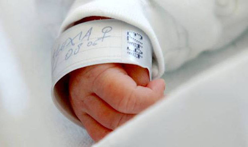 Salerno: diventa mamma a 43 anni dopo tre interventi di asportazione di tumori